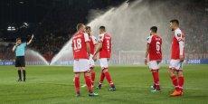Futbol tarixində görünməmiş hadisə: fasilədə penalti təyin edildi - VİDEO