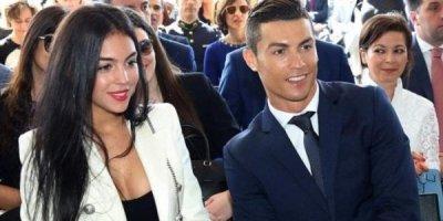 Ronaldo doğulmamış qızının adını açıqladı
