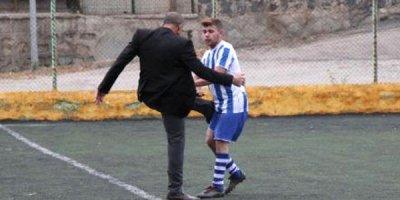 Prezident meydana çıxıb futbolçunu döydü - FOTO