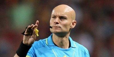 Hakim əvvəlcə futbolçunu vurdu, sonra qovdu - FOTO/VİDEO