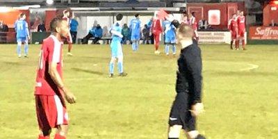Hakim adını soruşduğu futbollçunu meydandan qovdu - İlginc səbəb