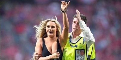 Finalda stadiona çıxan yarıçılpaq qız haqda maraqlı faktlar - FOTO/VİDEO