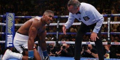 Peşəkar boksda sensasiya: dünya çempionu uduzdu
