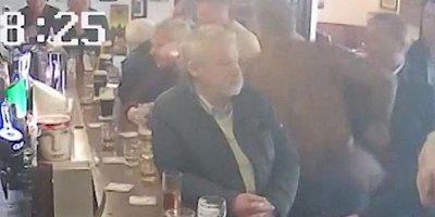 Makqreqor içkiyə görə yaşlı kişini döydü - VİDEO