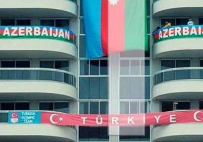 Olimpiya kəndində bayrağımızı dərs asdılar - FOTO