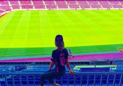 """Azərbaycanlı müğənni """"Barselona""""nın stadionunda - FOTO"""
