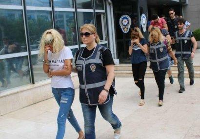 Futbolçu kimi transfer olunan qadınlar fahişə çıxdı - FOTOLAR