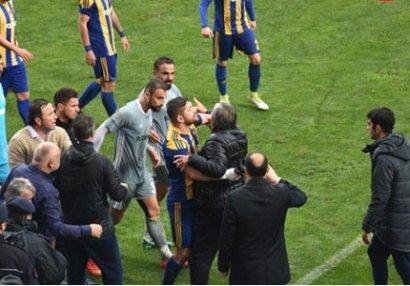 Prezident futbolçusuna öz qapısına qol vurdurdu