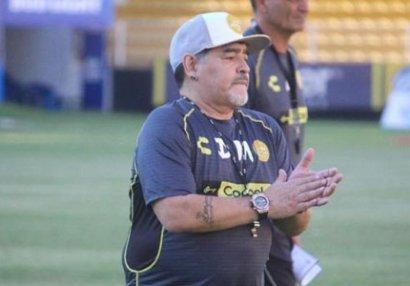 Maradona azarkeşi döymək istədi - VİDEO