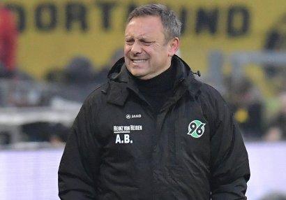 Bundesliqa klubu baş məşqçisini qovdu