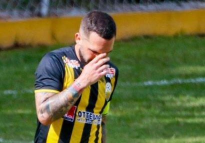 Atasının komandasına qol vuran futbolçu ağladı - VİDEO