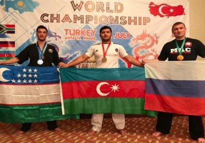 Azərbaycan döyüşçüsü yenidən dünya çempionu oldu