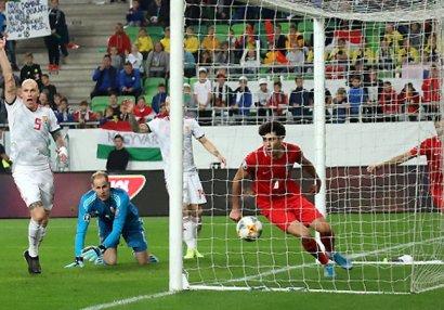 Macarıstanlı futbolçu: