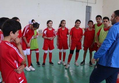 """Gəncədə yaradılmış qızlardan ibarət """"Tomris"""" komandası - VİDEO"""