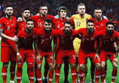 9 futbolçu Türkiyə millisinin heyətindən çıxarıldı