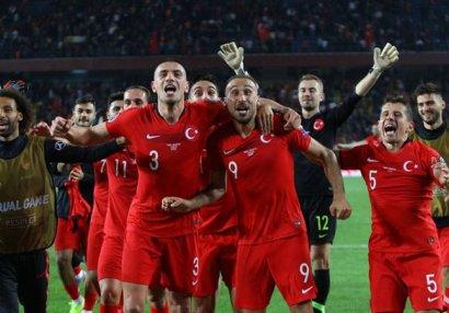Türk futbolçuya 67 milyonluq təklif