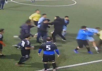 Bakıda keçirilən futbol matçında dava, hakim döyüldü - VİDEO