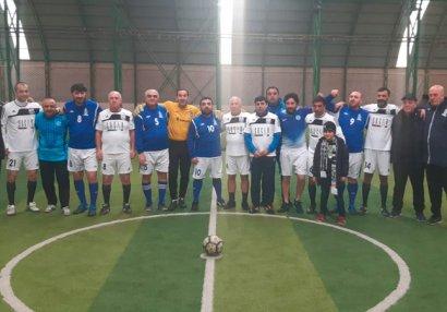 Futbol veteranları incəsənət xadimləri ilə yoldaşlıq oyunu keçirdi (VİDEO)