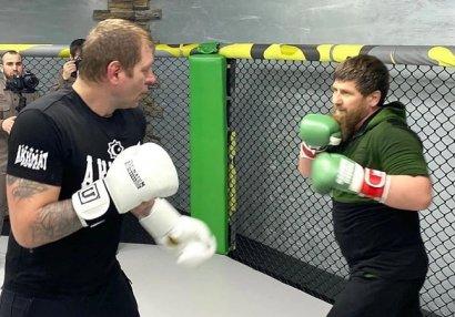 Kadırov MMA çempionu Yemelyanenko ilə döyüşdü
