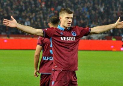 """Trabzonspor""un hücumçusu ""Real"" yolunda"