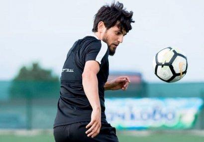 Azərbaycanlı futbolçular karantin rejimini pozdu - VİDEO