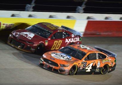 Fasilə bitir: NASCAR qayıdır