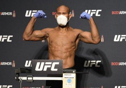 У бойца UFC выявили коронавирус за день до турнира