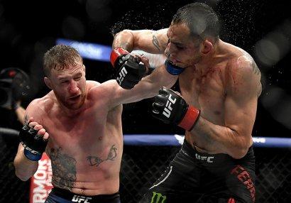 UFC: Gözlənilən döyüş baş tutdu, Ferqyuson vaxtından əvvəl yenildi