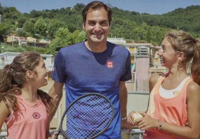 Federerdən damda tennis oynayan qızlara möhtəşəm sürpriz - VİDEO
