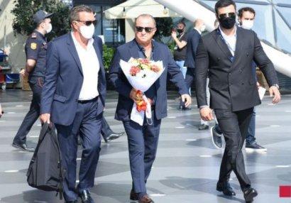 «Галатасарай» прибыл в Баку (ФОТО)
