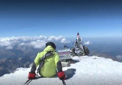 Безногий альпинист Рустам Набиев покорил Эльбрус (ВИДЕО)