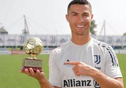 """Ronaldo """"dünyanın ən yaxşı bombardiri"""" seçildi"""