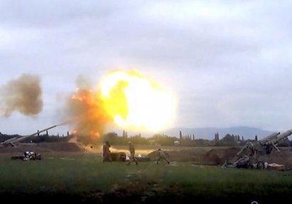 Düşmən mövqelərinə artilleriya zərbələri endirilir - VİDEO