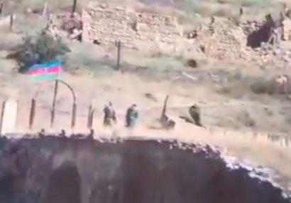 Azərbaycan bayrağı Xudafərin körpüsündə - VİDEO
