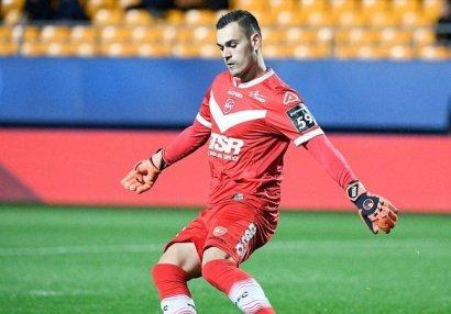 Во Франции футболист укусил соперника за лицо во время матча