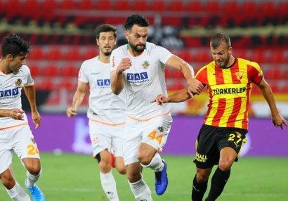 İzmirdəki zəlzələyə görə futbol matçları təxirə salındı