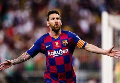 Messi təkbaşına