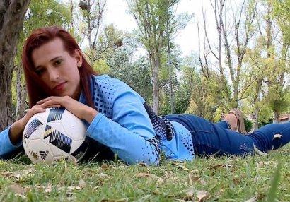Futbol tarixində ilk: Transseksual futbolçu meydana çıxdı - FOTOLAR