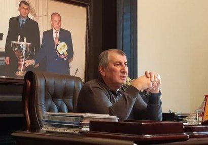 Faiq Qarayev səhhəti pisləşən veteran futbolçunu Bakıya gətirdi
