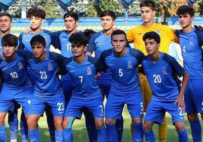 Millimizə 27 futbolçu çağırıldı