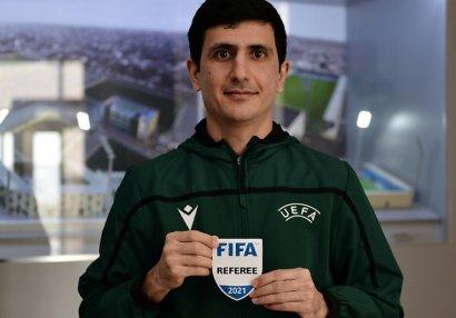 Hakimlərimizə FIFA emblemi verildi