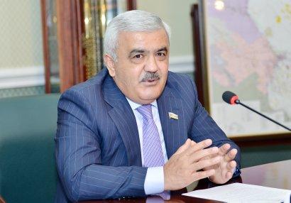 Rövnəq Abdullayev FIFA-nın prezidenti ilə görüşüb
