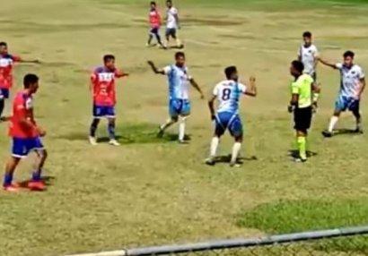 Hakimə yumruq atdı, 5 illiyə futboldan qovuldu - VİDEO