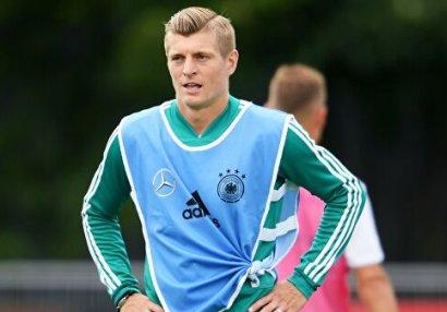 Alman futbolçu milli komanda ilə vidalaşır