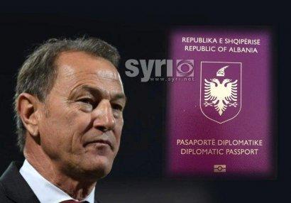 Canni De Byazinin diplomatik pasportu ləğv edildi