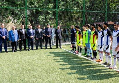 Bakıda yeni futbol meydançası istifadəyə verildi - FOTOLAR