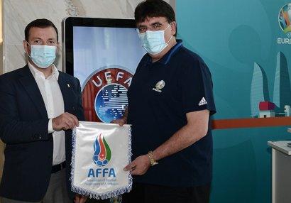 Elxan Məmmədov UEFA-nın baş katibi ilə görüşdü