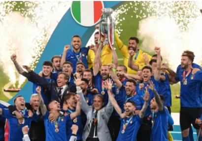 Avropa çempionu İtaliya millisi Romada - FOTO