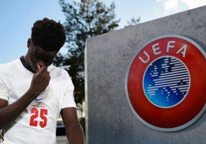 UEFA ingilislərin irqçi davranışlarına sərt reaksiya verdi