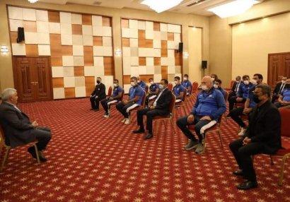 Rövnəq Abdullayev Olimpiadada iştirak edəcək cüdoçularla görüşdü